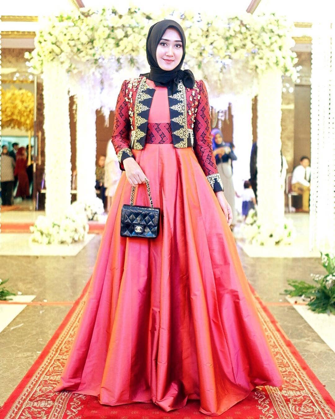 Gaya Hijab ala Dian Pelangi