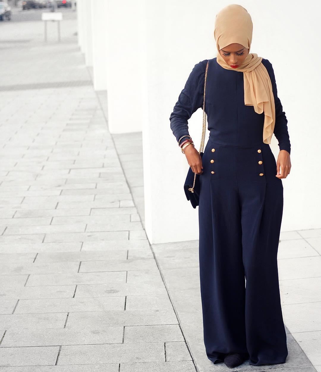 Gaya Hijab Bawahan Polos