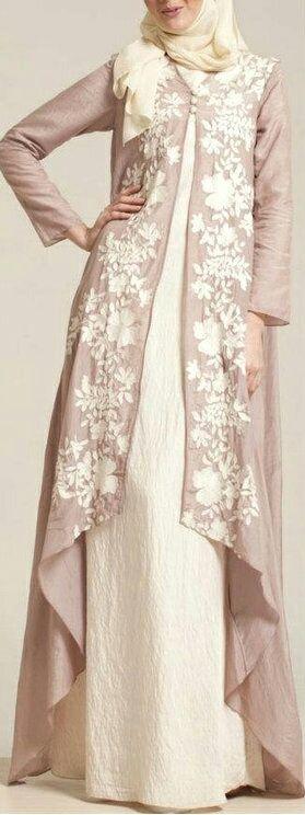 Gaun dengan Outer Motif