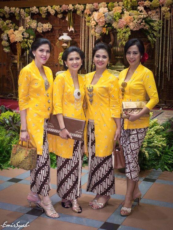 Kebaya model 'ibu-ibu pejabat'