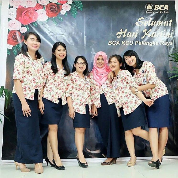 Model Baju Batik Atasan Wanita Karir