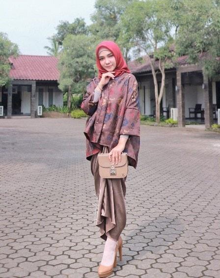 Model Baju Batik Wanita Terbaru 2019
