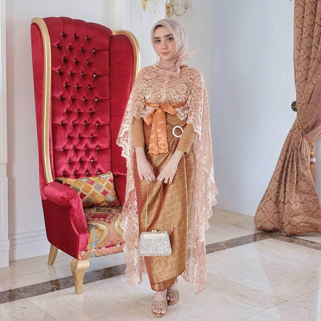 12+ Model Baju Batik Kombinasi Pria dan Wanita (Brokat, Polos, dll