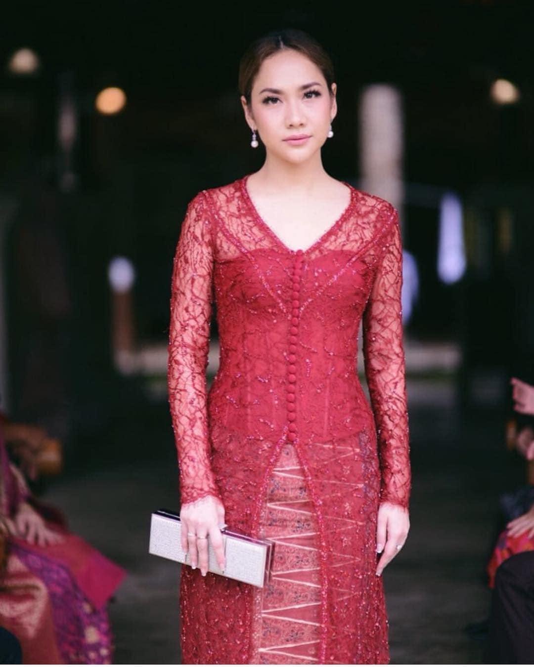 Model Kebaya Bunga Citra Lestari