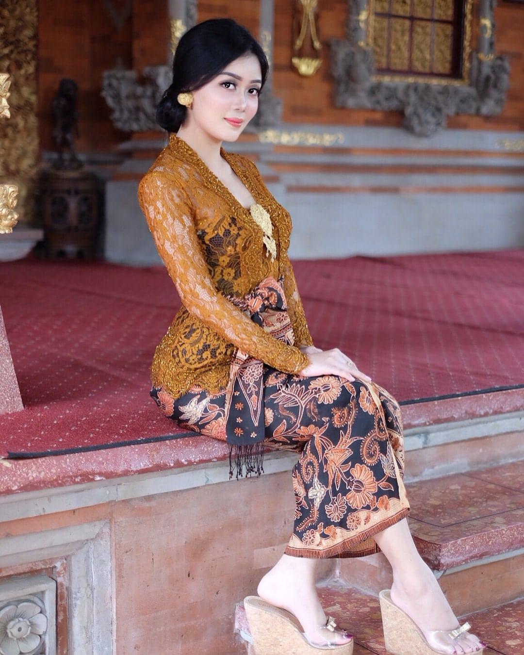 Model Kebaya Modern Khas Bali