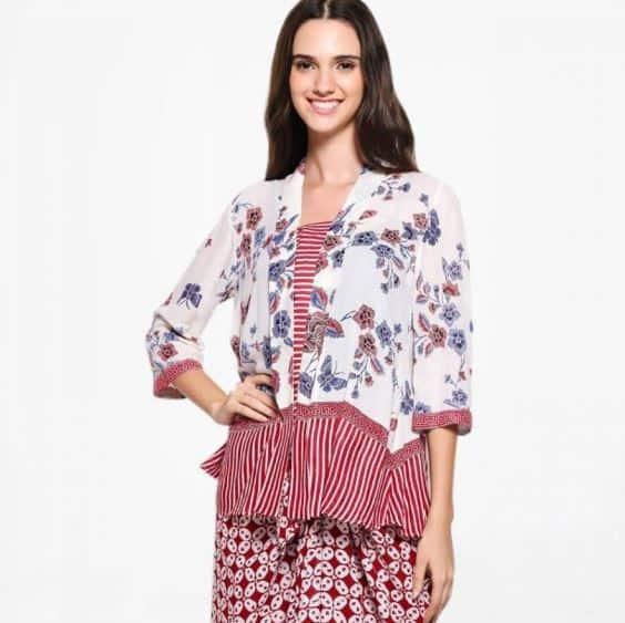 Model Baju Batik Kantor Lengan ¾ Wanita Terbaru