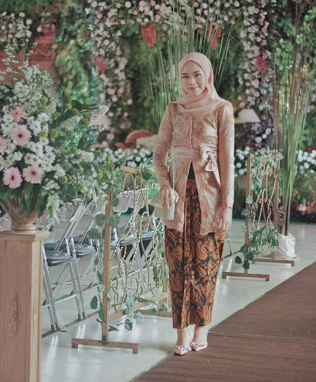 Model Kebaya Batik Modern muslim