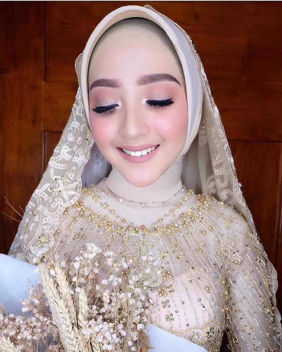 Gambar kebaya pengantin muslim brokat