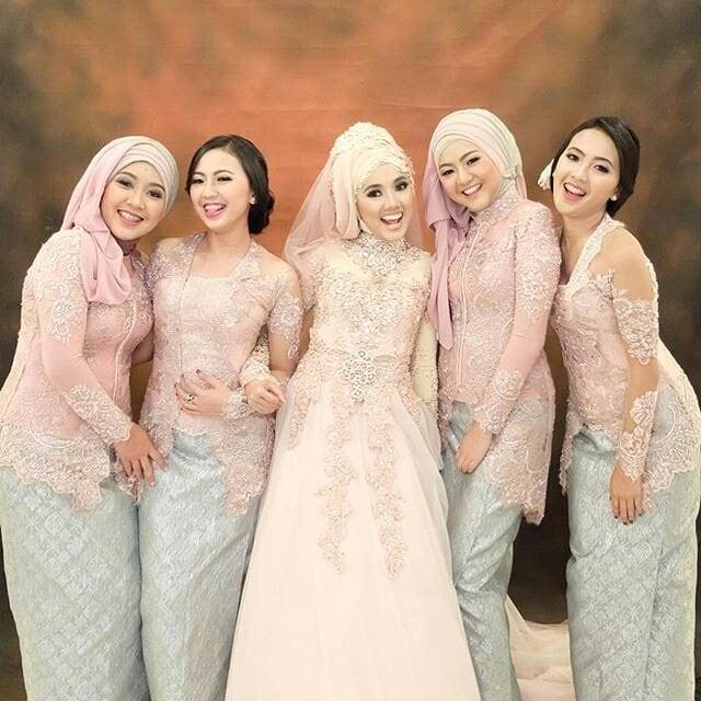 Gaun kebaya pengantin muslim modern