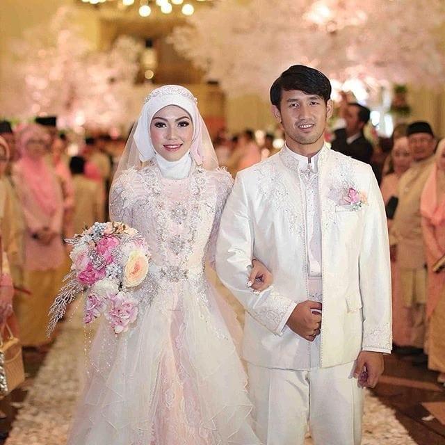 Kebaya pengantin muslim putih