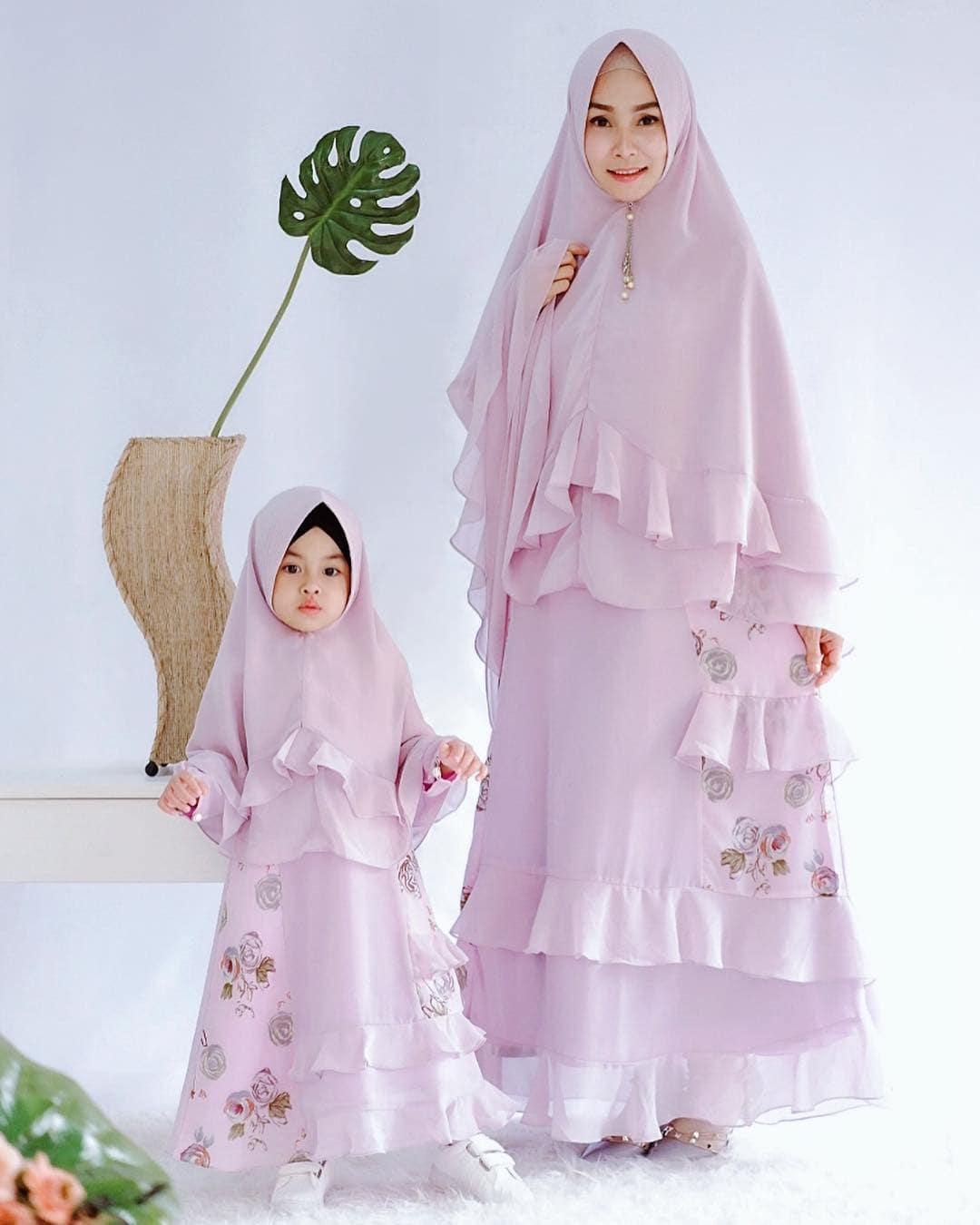 Model Gamis Couple Ibu dan Anak Brokat