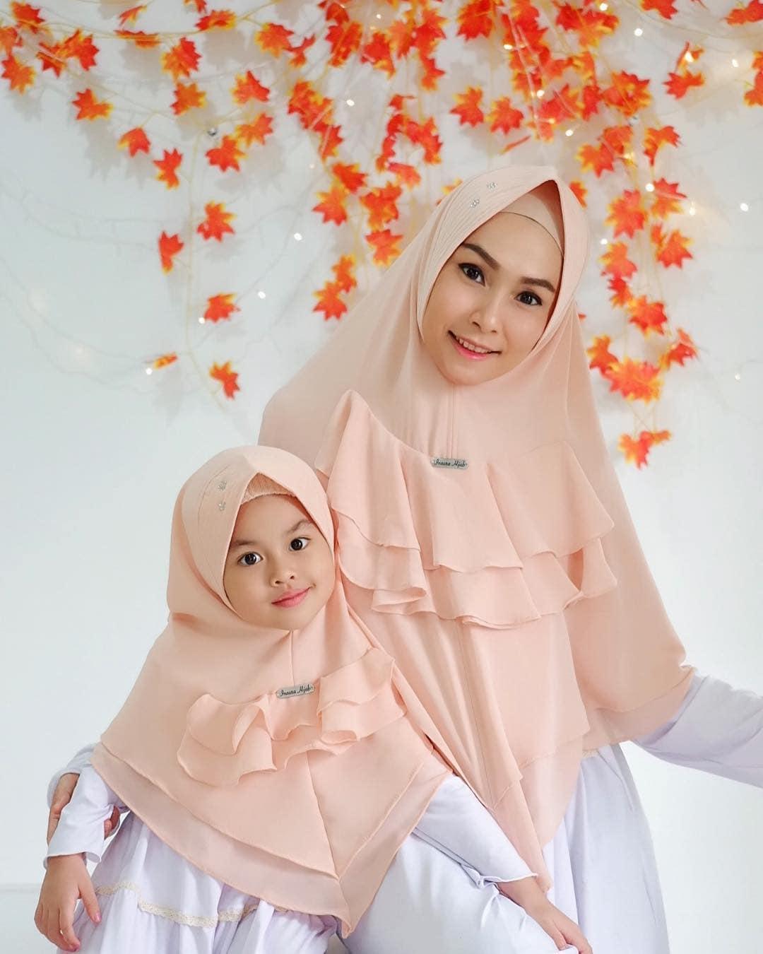 Model Gamis Couple Ibu dan Anak Simple