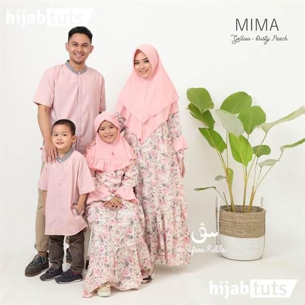 Baju lebaran keluarga bersama anak dan istri