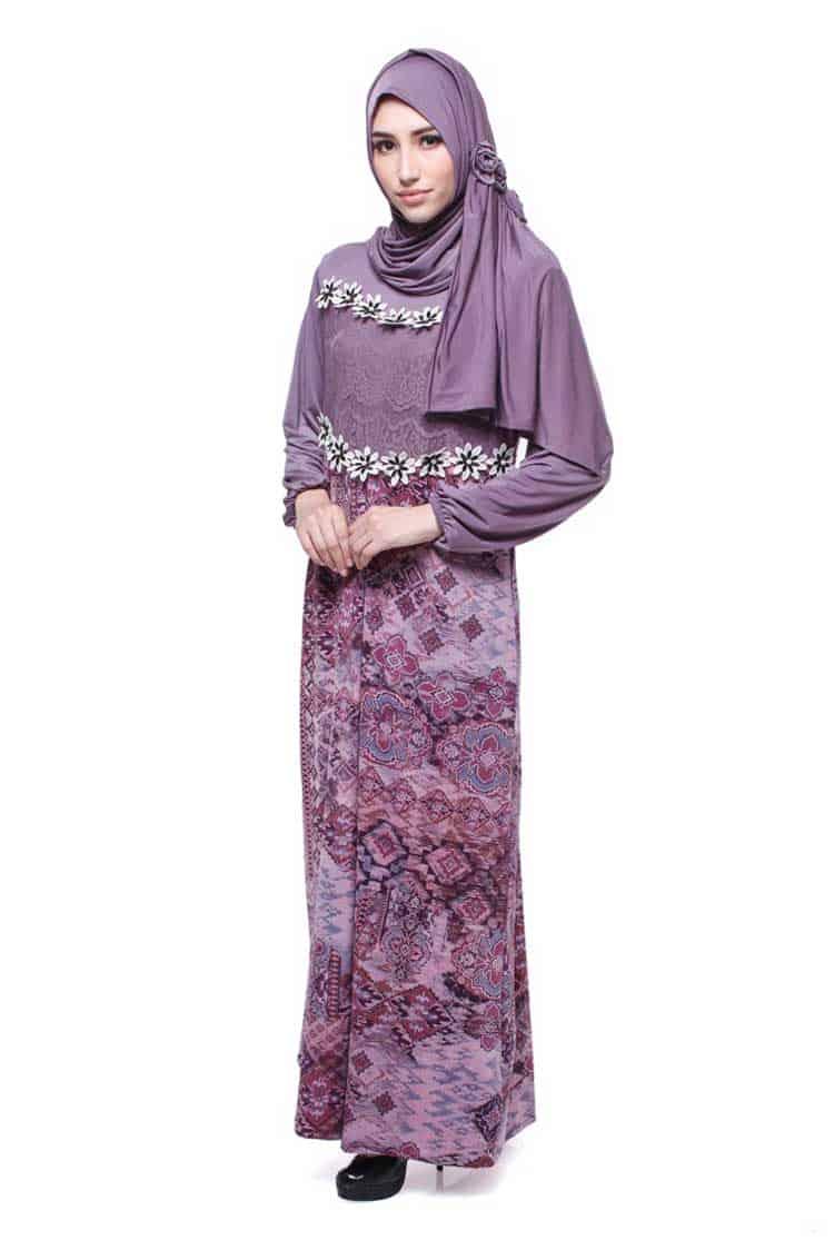 Gamis Batik Kombinasi Bermotif Bunga Renda