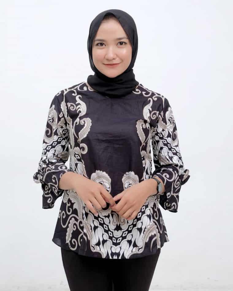 Model Baju Batik Modern untuk Wanita