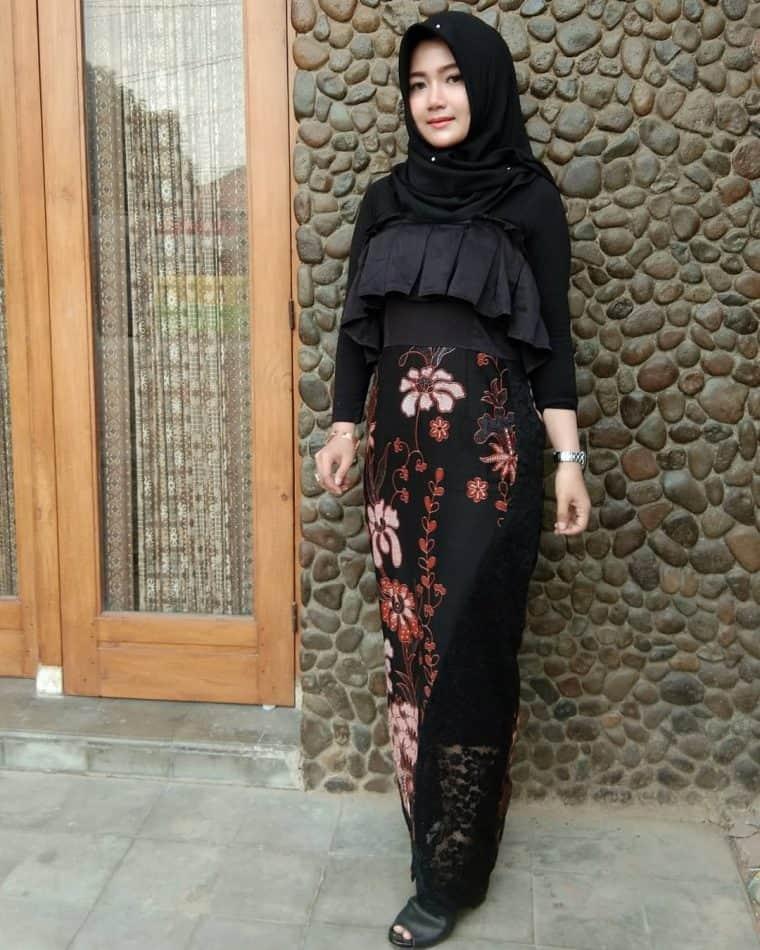 Model Baju Batik Wanita Kombinasi