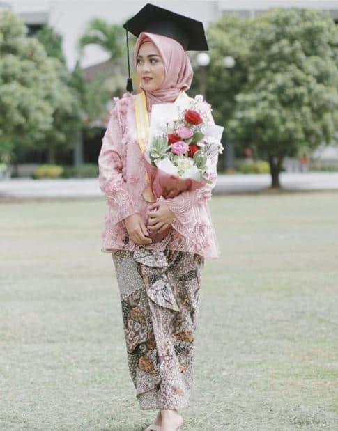 Model Hijab Terbaru untuk Wisuda