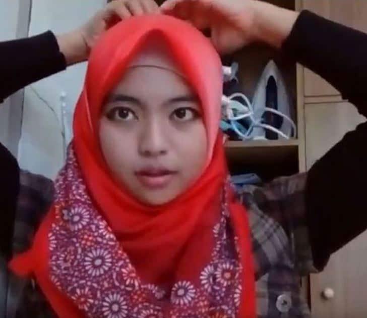 Tutorial Hijab Segitiga yang Asik dan Klasik