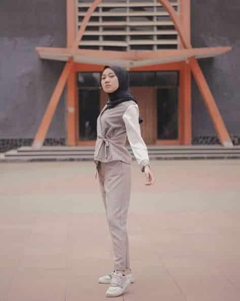 Style Hijab Segi Empat untuk ke Kantor