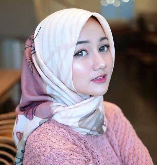 Model Hijab Segi Empat Simple