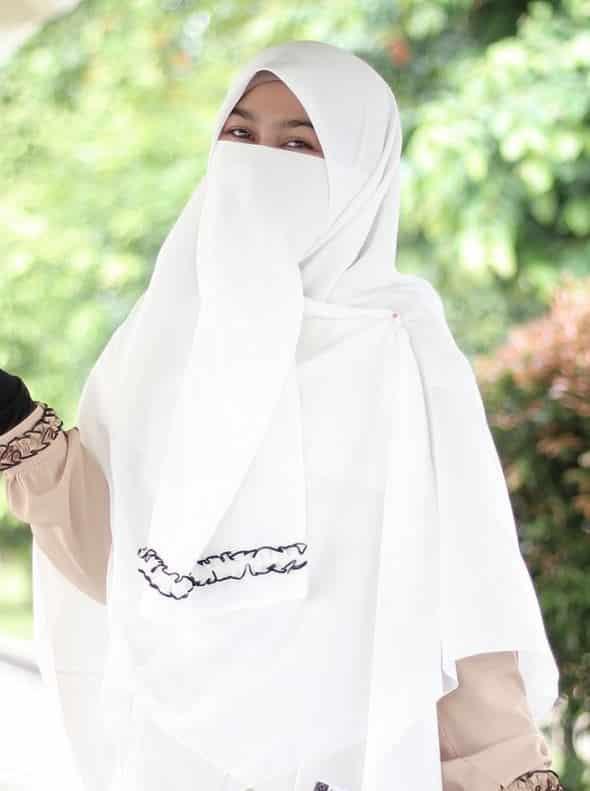 Hijab Syari Cadar