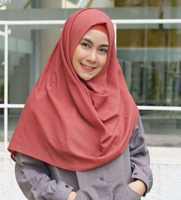 Cara Menggunakan Hijab Syar'i